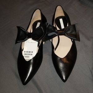 Genuine Leather pointed flats with bow deta